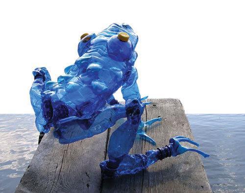 مجسمه هایی با بطری های آب معدنی