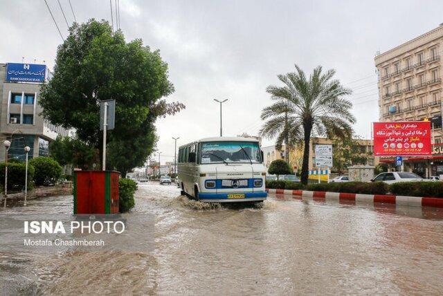 آبگرفتگی معابر و قطع برق در پی بارش شدید باران در بندرعباس