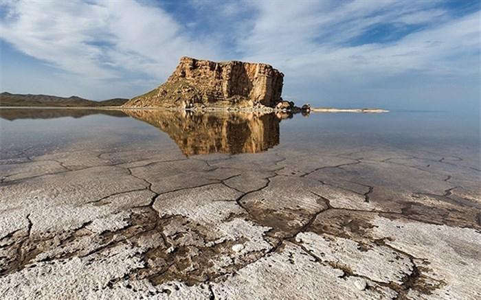 کانون های جدید گرد و غبار بخش های خشک شده دریاچه ارومیه شناسایی شد