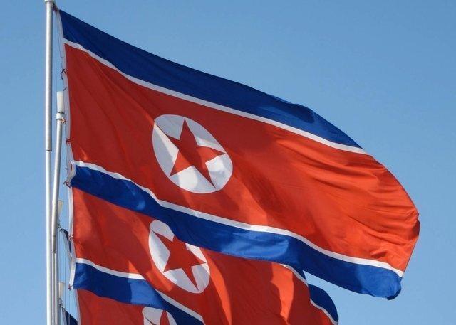 خودکفایی کره شمالی؛ خودروهای لوکس در سواحل جزیره برای گردشگران، عکس