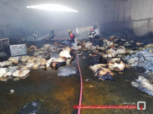 آتش سوزی در کارگاه تولیدی پوشال در جاده پتروشیمی تبریز
