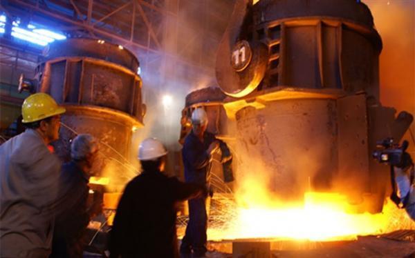 آمریکا با تحریم فولاد به دنبال ضربه زدن به کل صنایع کشور است