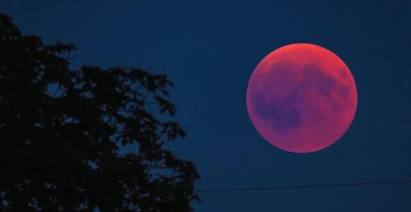همزمانی ابَر ماه و خسوف در روز چهارشنبه