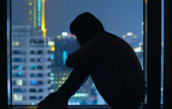 افکار خودکشی از کجا می آیند و چه اقداماتی برای مقابله با آن ها باید انجام داد؟