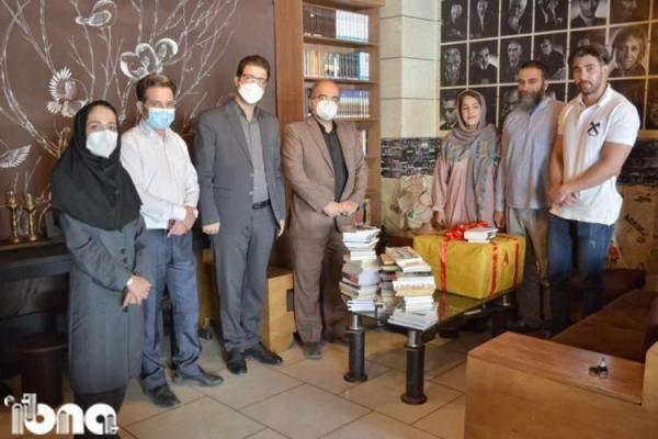 اهدای 200 جلد کتاب از طرف خانه کتاب به کافه هنر خرم آباد